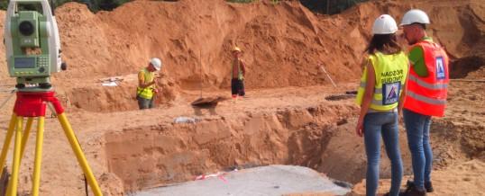 Rozpoczęliśmy prace geodezyjne przy budowie szkoły podstawowej oraz przedszkola na Morasku