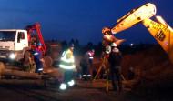 Ustawianie kotew słupa energetycznego pod Bydgoszczą