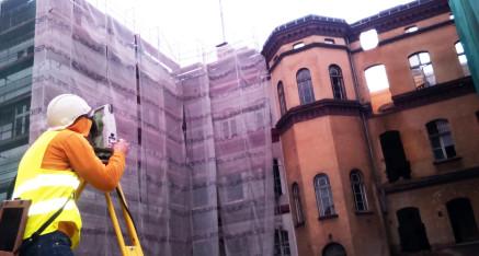 Prace geodezyjne przy przebudowie Komisariatu Policji Poznań Stare Miasto